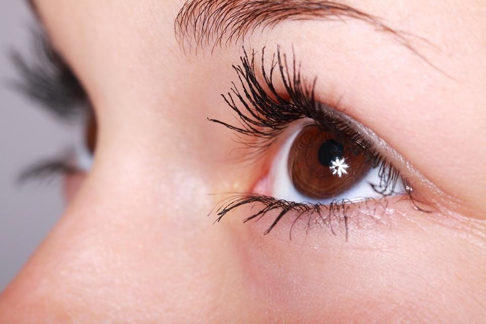 """Ce spun ochii despre sanatatea ta? Zece semne de boala care pot fi """"citite in ochi"""""""