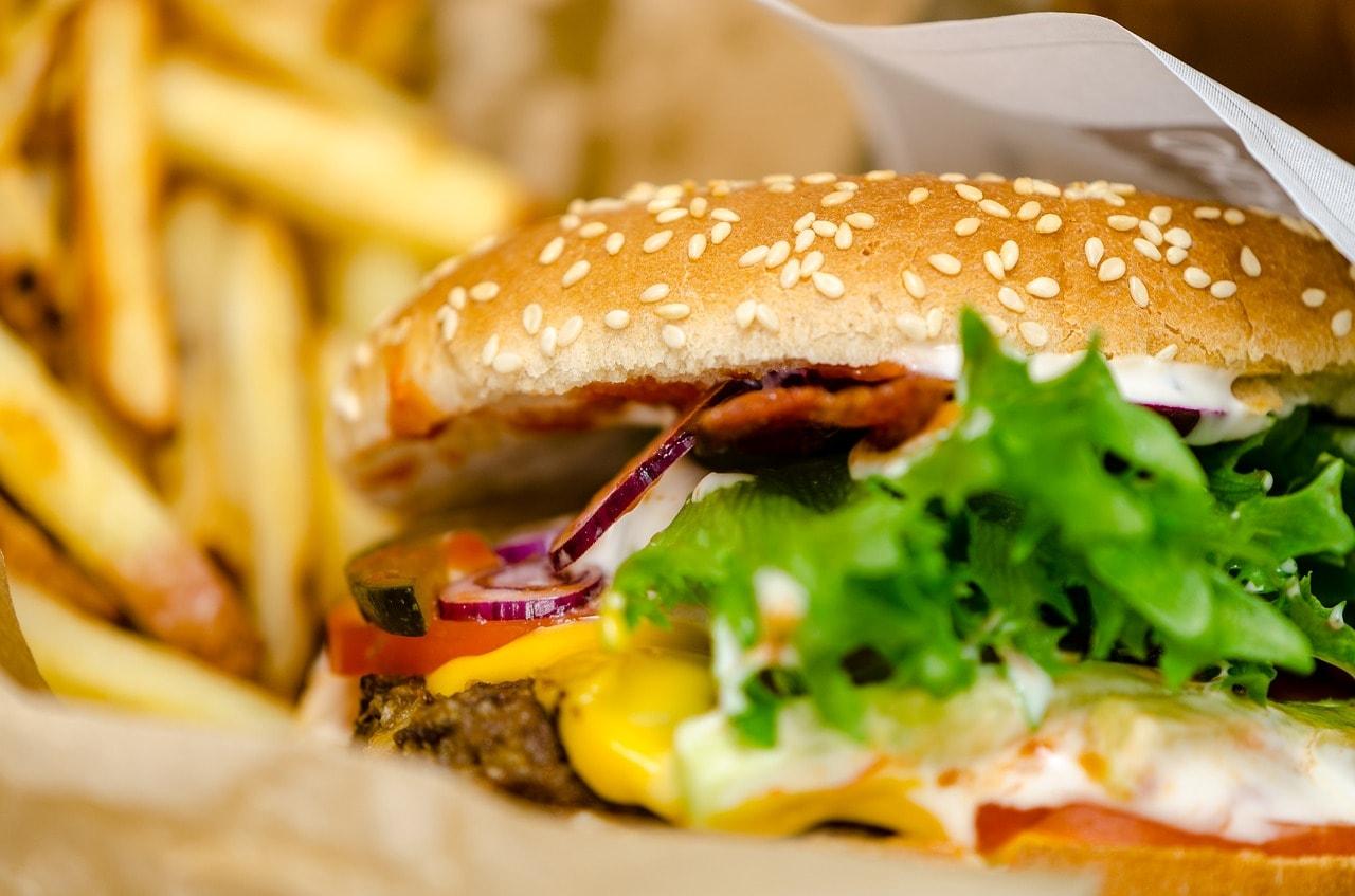 Cum SE JOACA restaurantele fast-food cu MINTEA TA: Publicitate direct catre CREIER!
