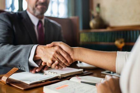 5 detalii pe care trebuie sa le iei in considerare atunci cand angajezi un avocat